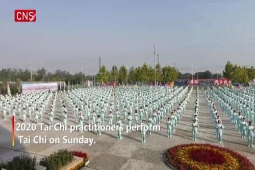 2020 people perform Tai Chi in North China